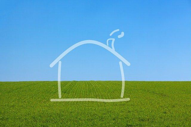 domek na trávníku.jpg