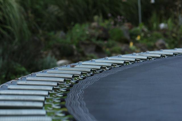 trampolina s pružinami.jpg