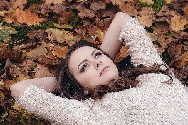 odpočinek v listí